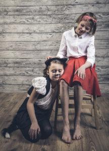 Kissa / Ronja Raittio ja tyttö / Kaisa Olsoni